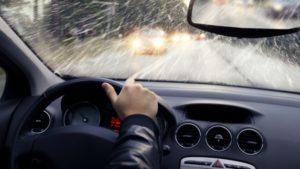 Perhatikan! Begini Cara Mengemudi Mobil Saat Hujan Agar Selamat di Tujuan