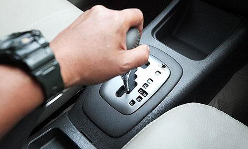 Langsung Mahir! Cara Mengemudikan Mobil Mundur, Lurus dan Berbelok